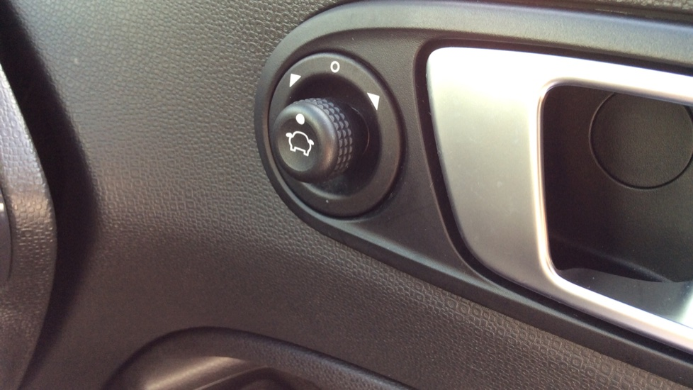 Ford EcoSport Titanium 1.0 EcoBoost 125PS image 22