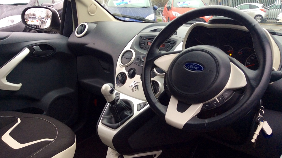 Ford Ka   Zetec White Edition Dr Image