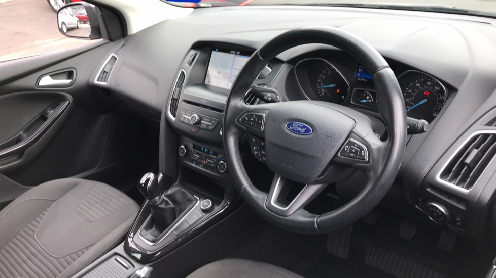 Ford Focus 1.0 EcoBoost 100ps Titanium 5dr image 12 thumbnail