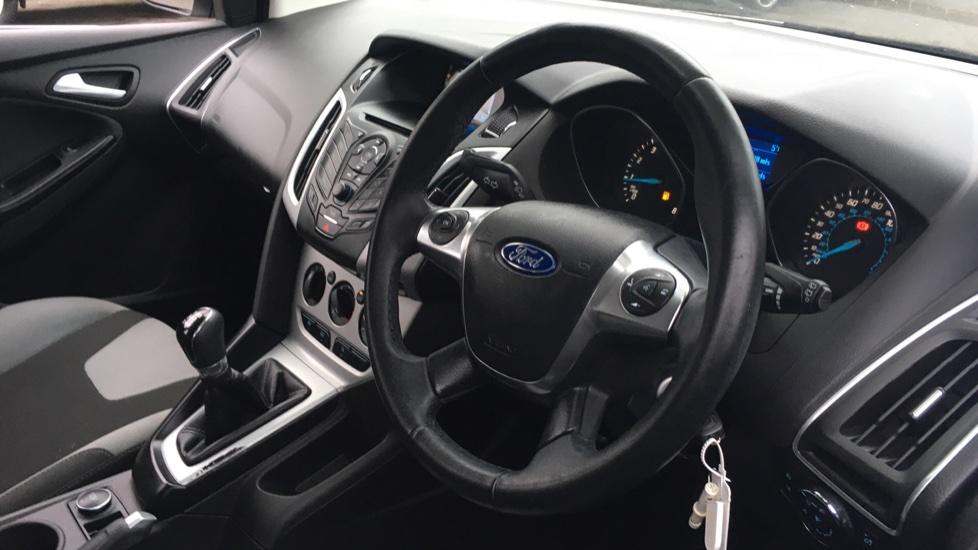 Ford Focus 1.0 EcoBoost Zetec 5dr image 12