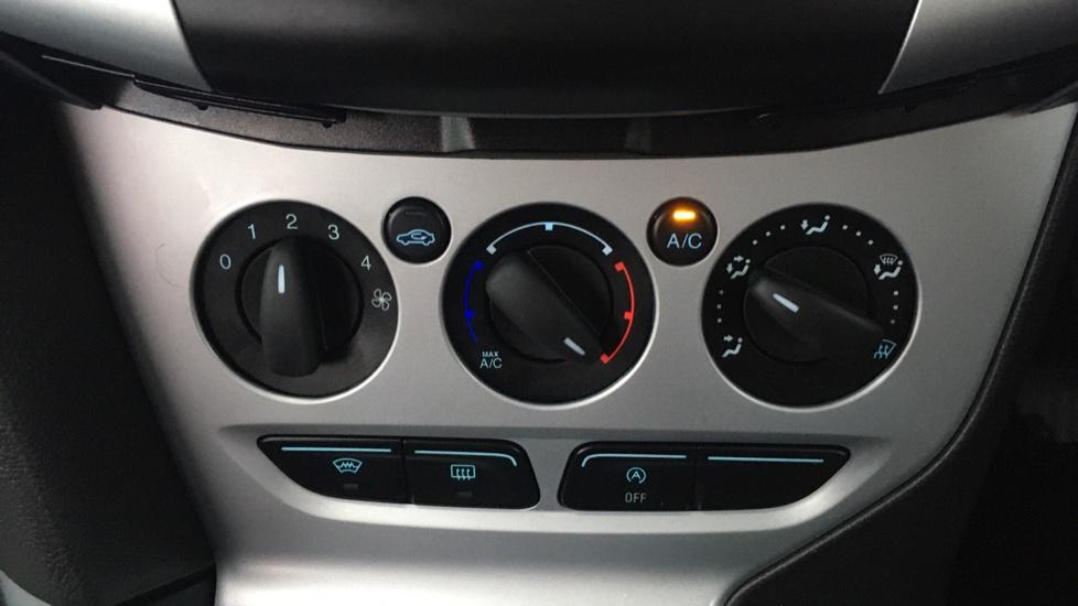 Ford Focus 1.0 EcoBoost Zetec 5dr image 16