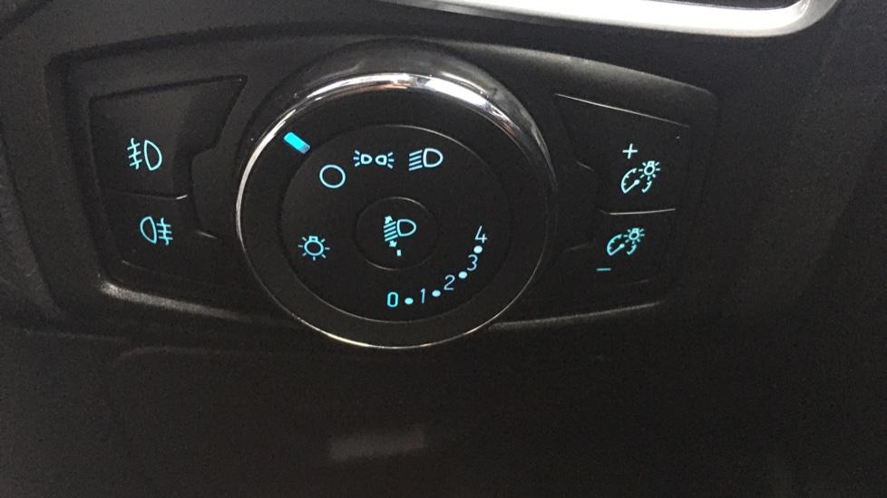 Ford Focus 1.0 EcoBoost Zetec 5dr image 21