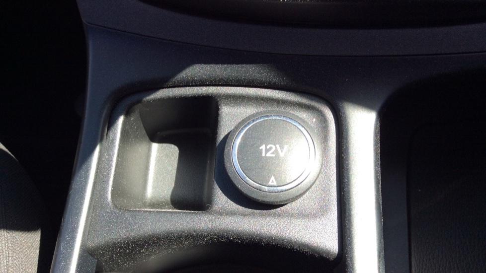 Ford C-MAX 1.6 125 Zetec 5dr image 22