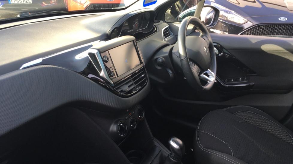 Peugeot 208 1.2 PureTech Allure Premium 5dr image 13