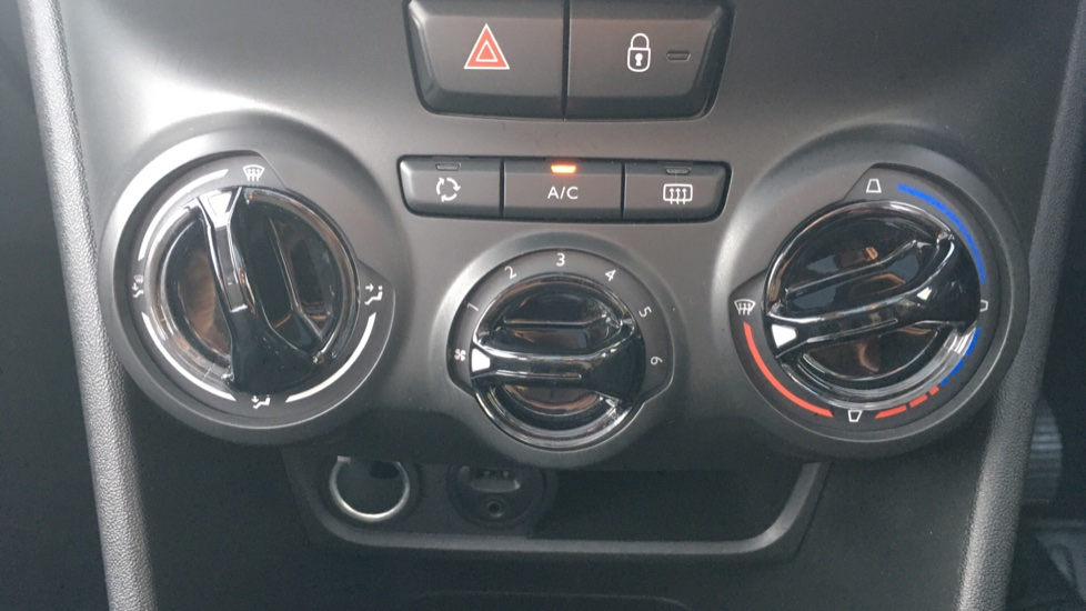 Peugeot 208 1.2 PureTech Allure Premium 5dr image 16
