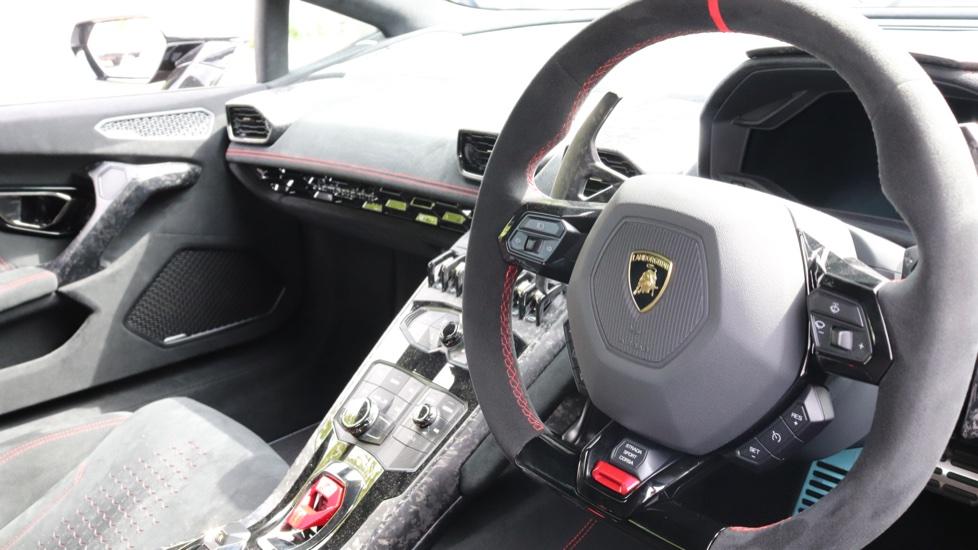 Lamborghini Huracan Performante Spyder 5.2 V10 640 2dr Auto AWD image 6