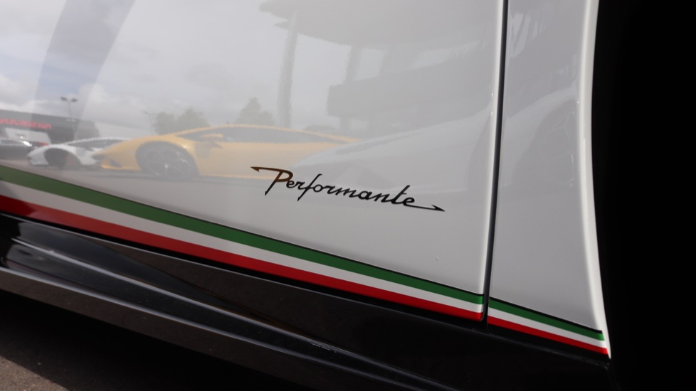 Lamborghini Huracan Performante Spyder 5.2 V10 640 2dr Auto AWD image 17