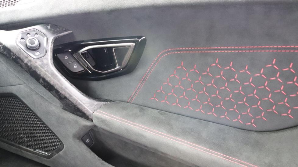 Lamborghini Huracan Performante Spyder 5.2 V10 640 2dr Auto AWD image 15