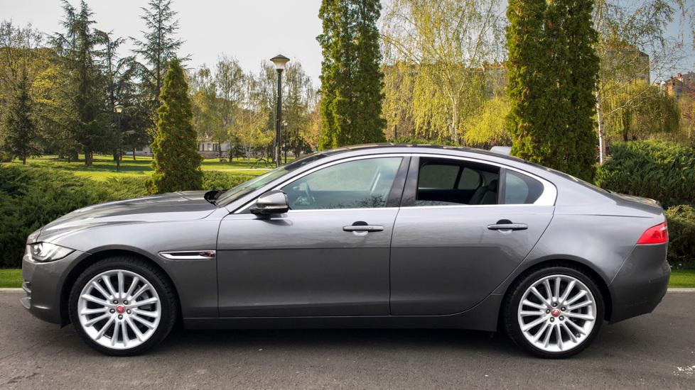 Jaguar XE 2.0d [180] Portfolio AWD image 3