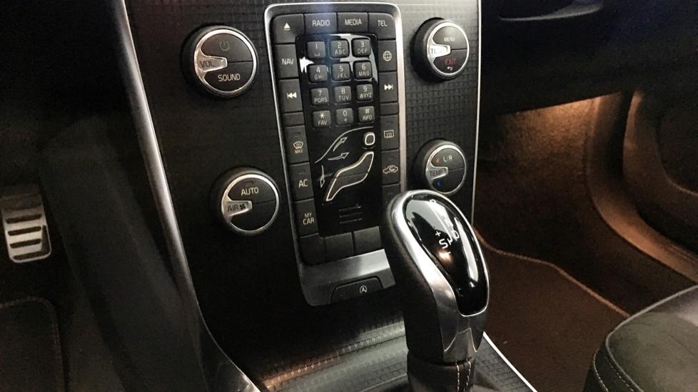 Volvo V40 D2 120cv R Design Geartronic 6 Vel.