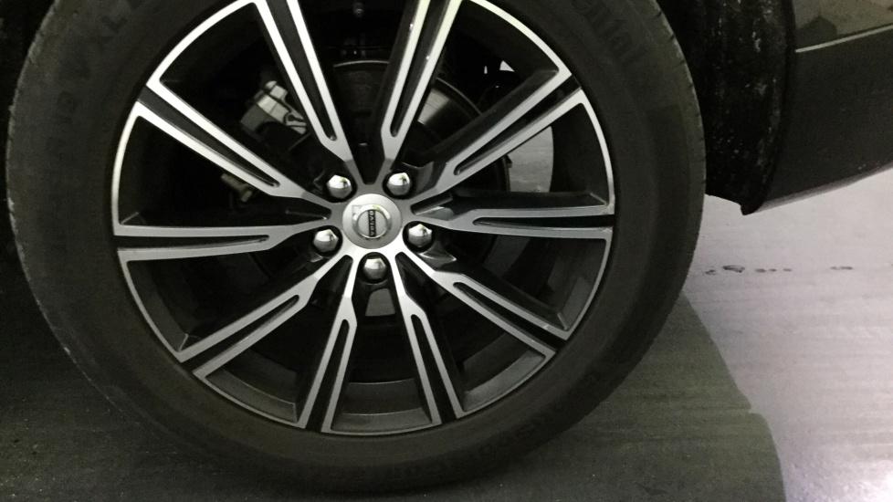 Volvo XC60 D4 190cv Inscription Geartronic 8 Vel. AWD -  pneus cluster B