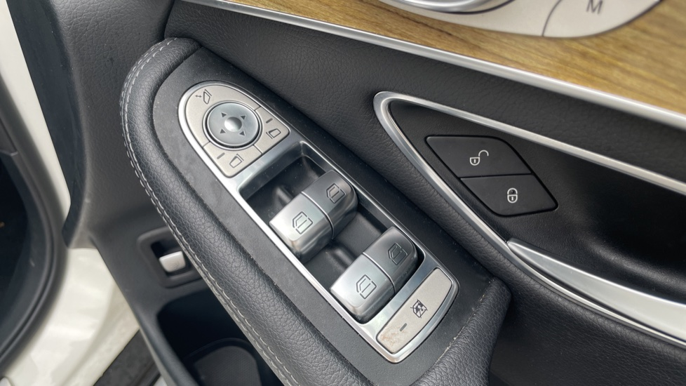 Mercedes-Benz GLC-Class GLC 250d 4Matic AMG Line [Premium Plus] 5dr 9G-Tronic [Memory Seats] image 18