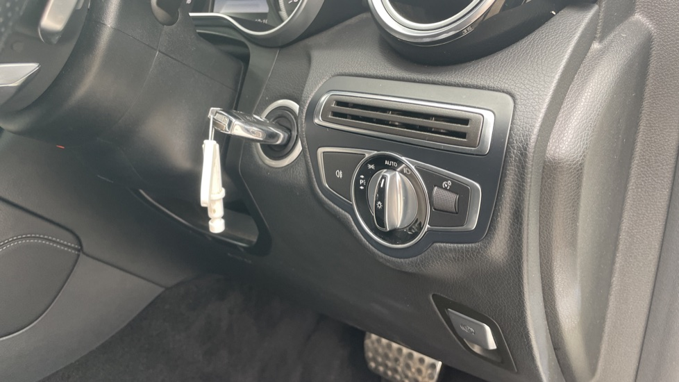 Mercedes-Benz GLC-Class GLC 250d 4Matic AMG Line [Premium Plus] 5dr 9G-Tronic [Memory Seats] image 21