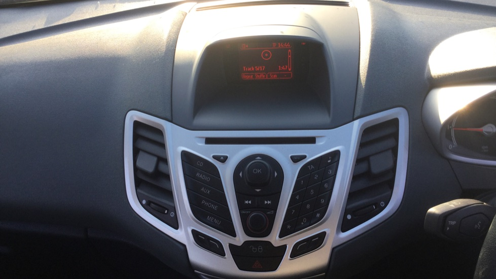Ford Fiesta 1.25 Zetec [82] image 19