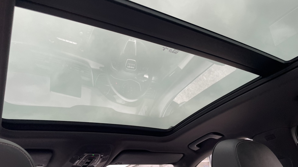 Audi Q5 3.0 TDI Quattro S Line 5dr Tip [Panoramic Glass Roof][Navigation] image 9
