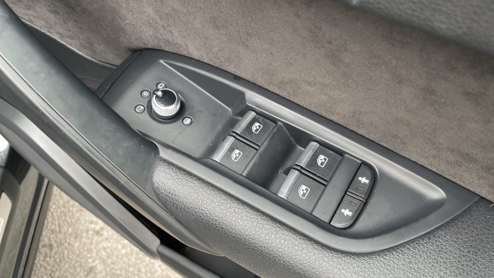 Audi Q5 3.0 TDI Quattro S Line 5dr Tip [Panoramic Glass Roof][Navigation] image 16