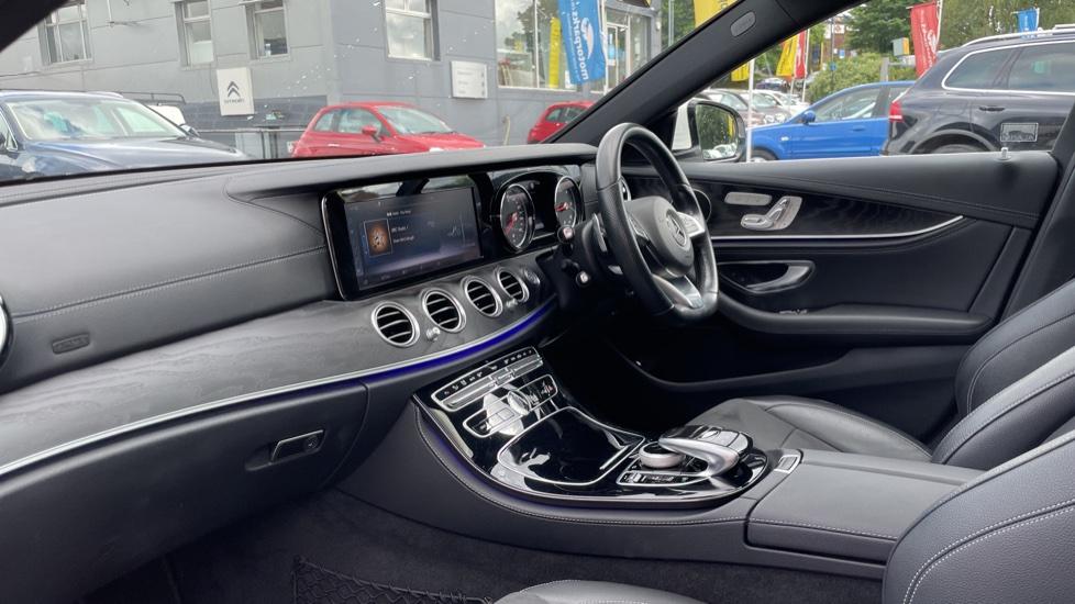 Mercedes-Benz E-Class E220d AMG Line [Premium] 5dr 9G-Tronic [Panoramic Sunroof][Rear Camera] image 3