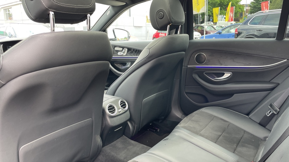 Mercedes-Benz E-Class E220d AMG Line [Premium] 5dr 9G-Tronic [Panoramic Sunroof][Rear Camera] image 4