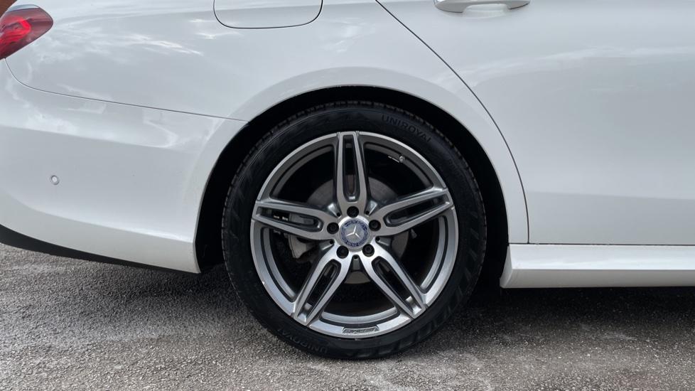 Mercedes-Benz E-Class E220d AMG Line [Premium] 5dr 9G-Tronic [Panoramic Sunroof][Rear Camera] image 8