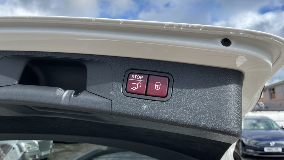 Mercedes-Benz E-Class E220d AMG Line [Premium] 5dr 9G-Tronic [Panoramic Sunroof][Rear Camera] image 15