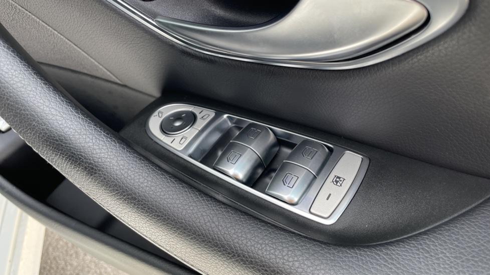 Mercedes-Benz E-Class E220d AMG Line [Premium] 5dr 9G-Tronic [Panoramic Sunroof][Rear Camera] image 17