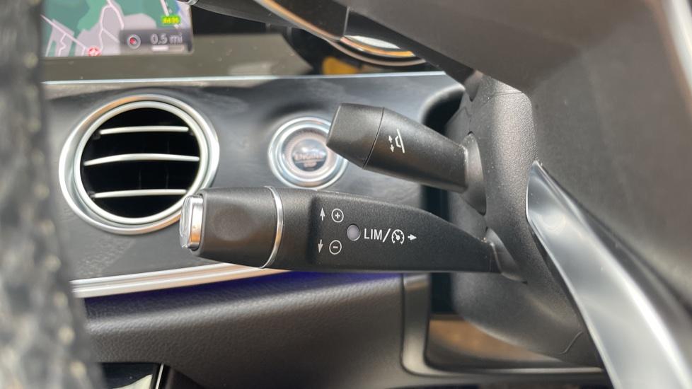 Mercedes-Benz E-Class E220d AMG Line [Premium] 5dr 9G-Tronic [Panoramic Sunroof][Rear Camera] image 24