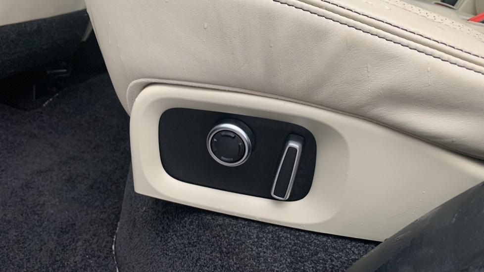 Land Rover Range Rover 4.4 SDV8 Autobiography [Surround Camera System][Panoramic Sliding Roof] image 16