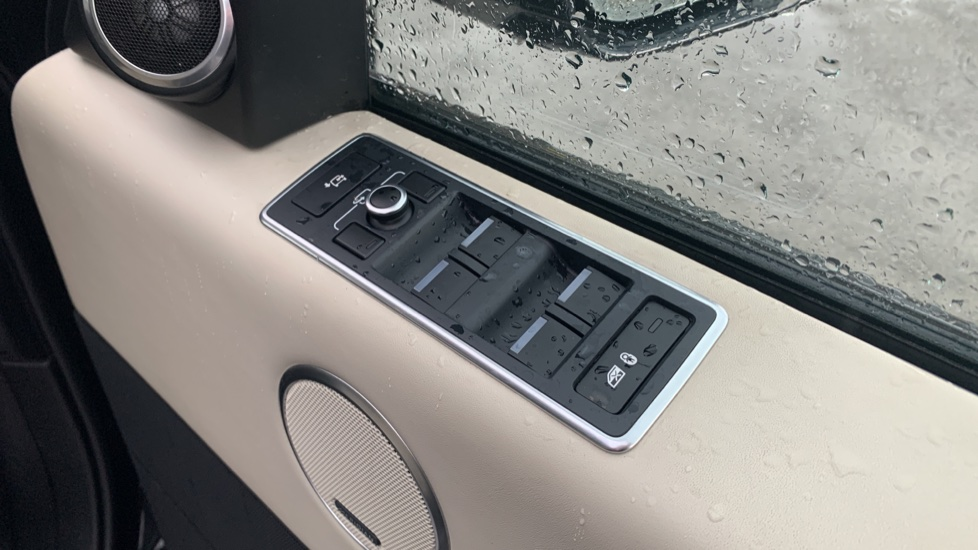 Land Rover Range Rover 4.4 SDV8 Autobiography [Surround Camera System][Panoramic Sliding Roof] image 25