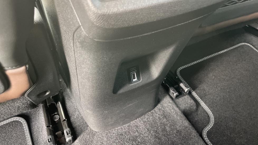 Citroen C5 Aircross SUV 1.6 Plug-in Hybrid 225 Flair Plus 5dr e-EAT8 image 10
