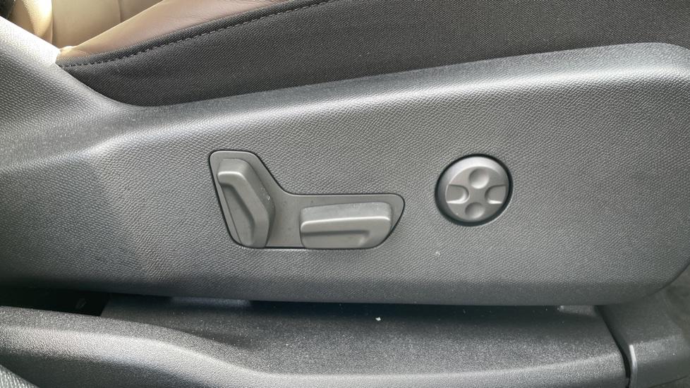 Citroen C5 Aircross SUV 1.6 Plug-in Hybrid 225 Flair Plus 5dr e-EAT8 image 18