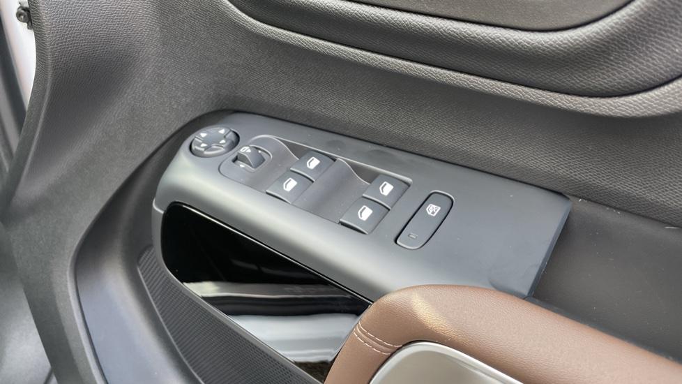 Citroen C5 Aircross SUV 1.6 Plug-in Hybrid 225 Flair Plus 5dr e-EAT8 image 20