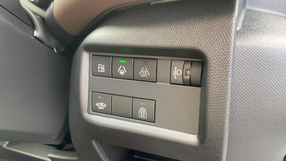 Citroen C5 Aircross SUV 1.6 Plug-in Hybrid 225 Flair Plus 5dr e-EAT8 image 21