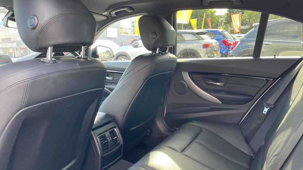 BMW 3 Series 320d M Sport Step [Park Assist][Navigation] image 4
