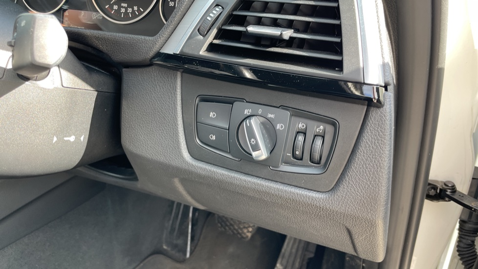 BMW 3 Series 320d M Sport Step [Park Assist][Navigation] image 17