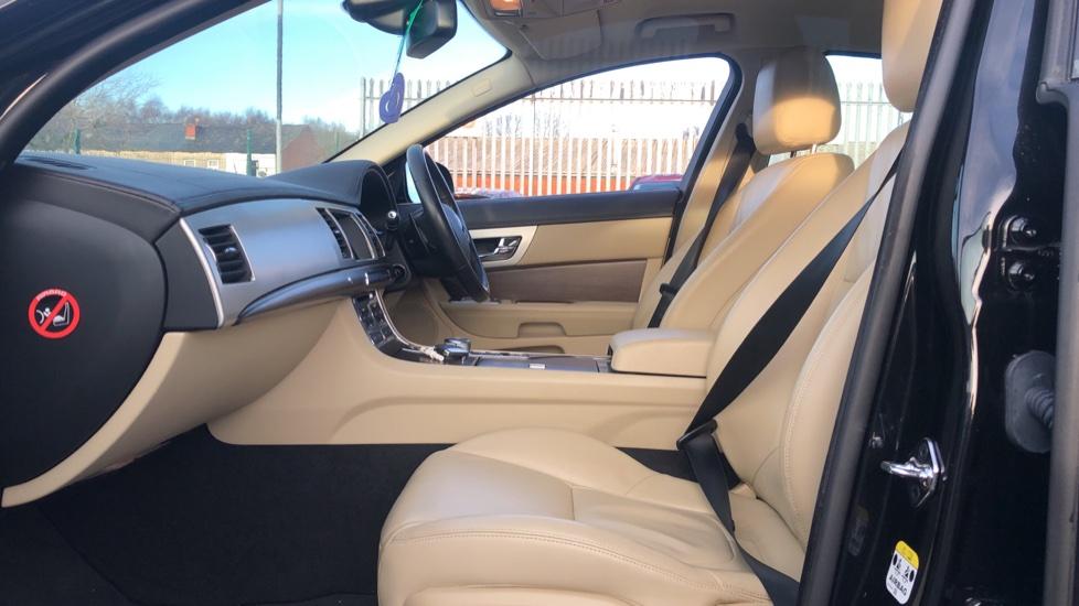 Jaguar XF 2.2d [200] Luxury image 3