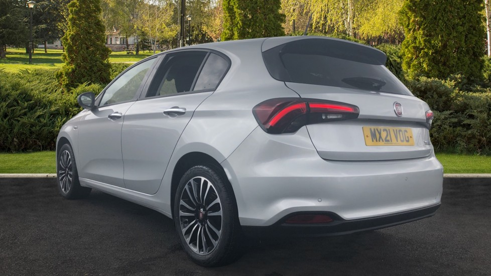 Fiat Tipo 1.0 Life 5dr UConnect, Multifunctional Steering Wheel, climate Control image 2