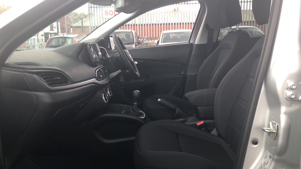 Fiat Tipo 1.0 Life 5dr UConnect, Multifunctional Steering Wheel, climate Control image 3