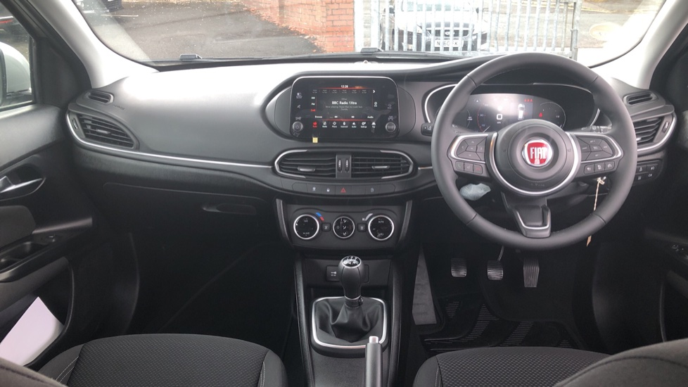 Fiat Tipo 1.0 Life 5dr UConnect, Multifunctional Steering Wheel, climate Control image 9