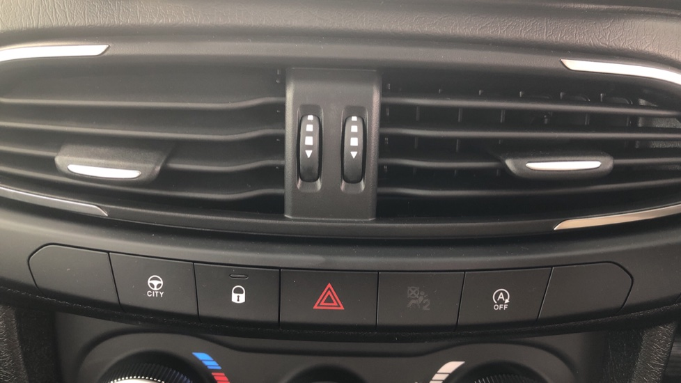 Fiat Tipo 1.0 Life 5dr UConnect, Multifunctional Steering Wheel, climate Control image 34