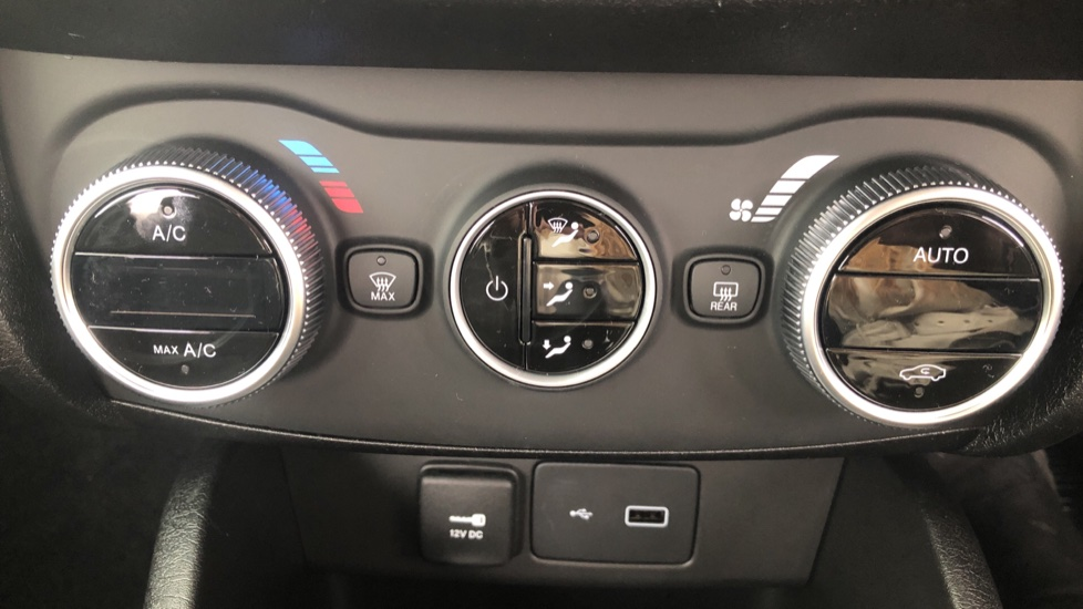 Fiat Tipo 1.0 Life 5dr UConnect, Multifunctional Steering Wheel, climate Control image 35