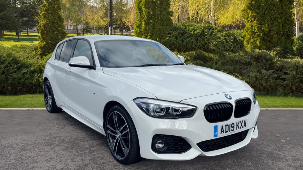 BMW 1 Series 118i [1.5] M Sport Shadow Edition 5dr - Privacy Glass, Ambient Lighting, Sat Nav & Dakota Leather Hatchback (2019) at Doves Vauxhall Southampton thumbnail image