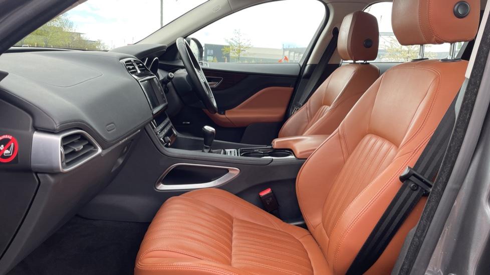 Jaguar F-PACE 2.0d Portfolio 5dr AWD image 3