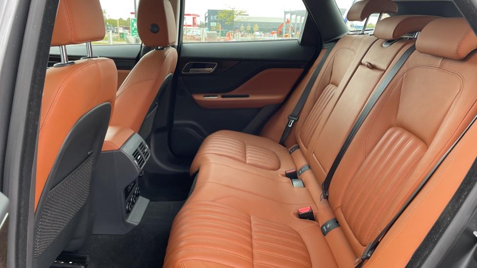 Jaguar F-PACE 2.0d Portfolio 5dr AWD image 4