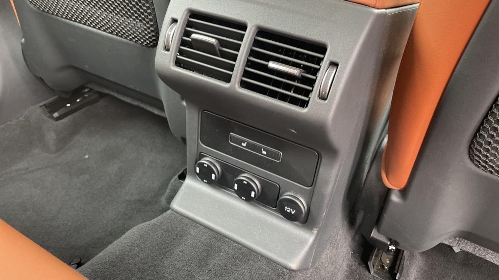 Jaguar F-PACE 2.0d Portfolio 5dr AWD image 12