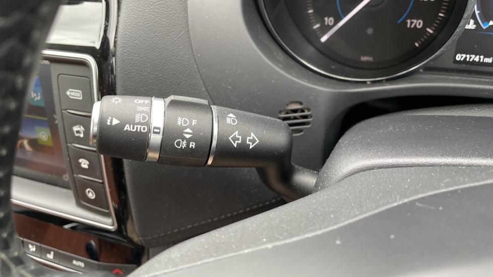 Jaguar F-PACE 2.0d Portfolio 5dr AWD image 18