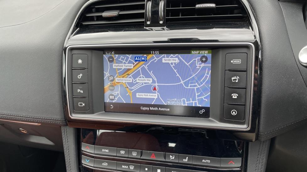 Jaguar F-PACE 2.0d Portfolio 5dr AWD image 24