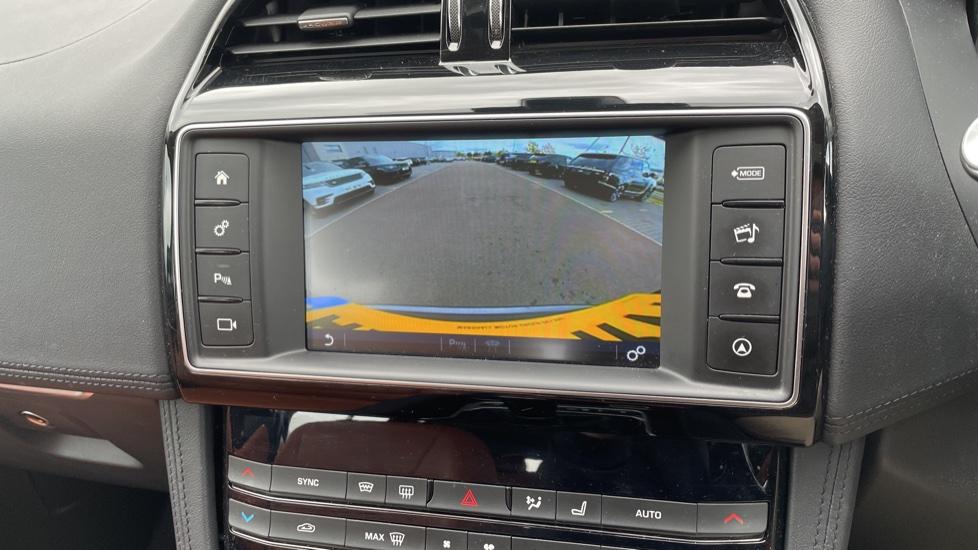 Jaguar F-PACE 2.0d Portfolio 5dr AWD image 26