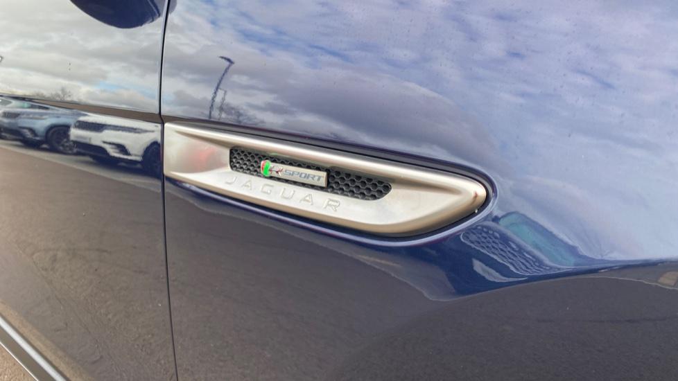 Jaguar F-PACE 2.0d R-Sport 5dr AWD image 11