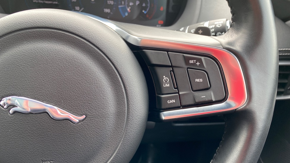 Jaguar F-PACE 2.0d R-Sport 5dr AWD image 20