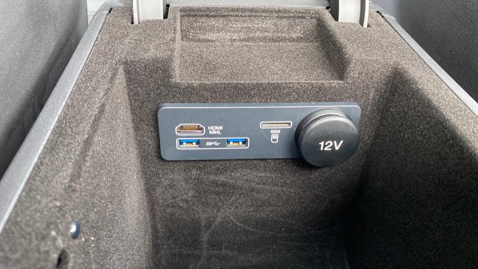 Jaguar F-PACE 2.0d R-Sport 5dr AWD image 28
